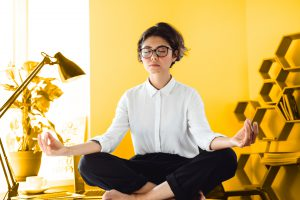 Como yoga e meditação podem tornar seus colaboradores mais produtivos
